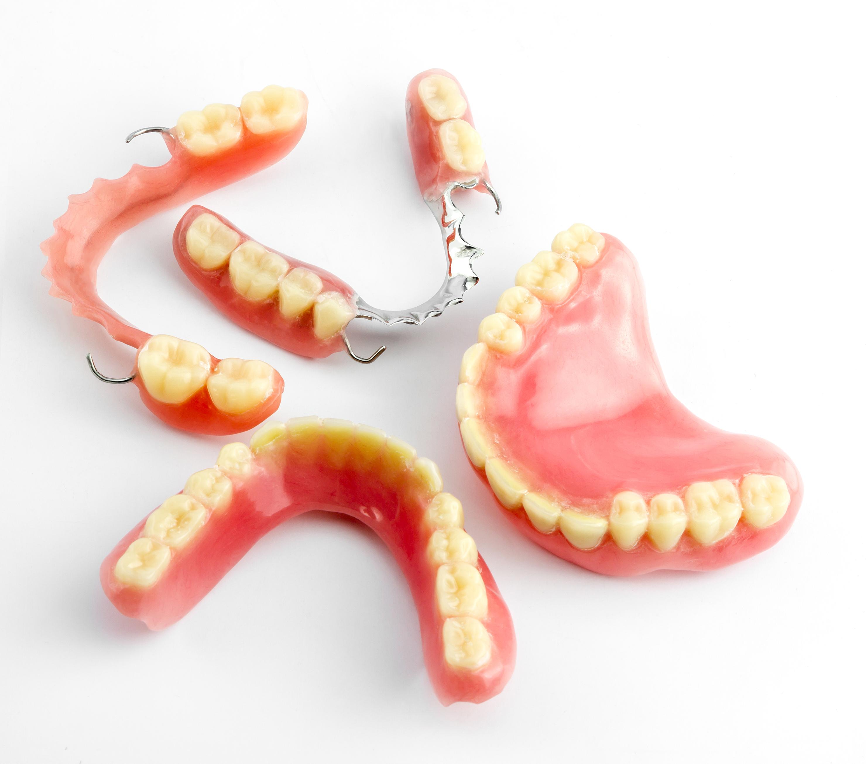 Denture_155094767